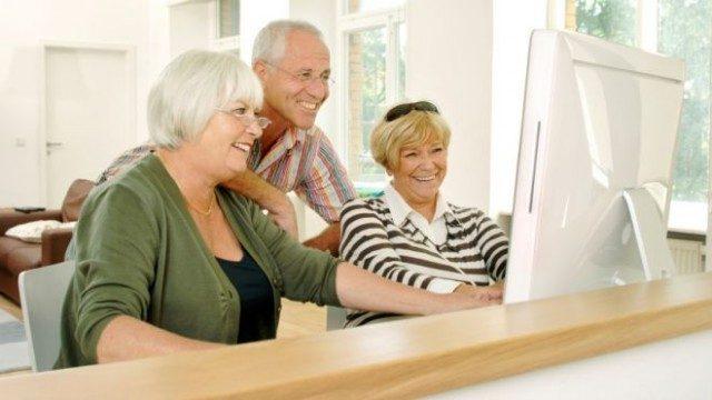 retirement_seniors_computer