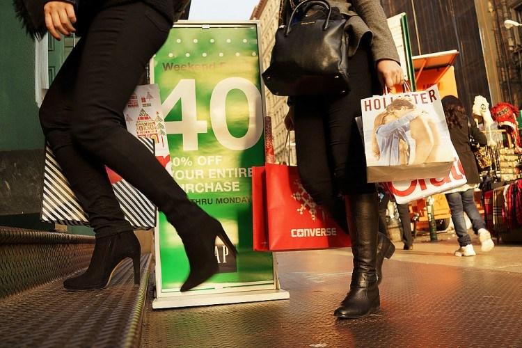 Les détaillants recherchent des clients après la première baisse des achats du Black Friday depuis 2009