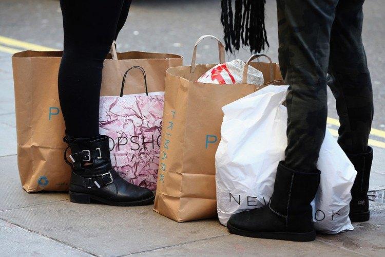 Les soldes de Noël se poursuivent dans tout le Royaume-Uni