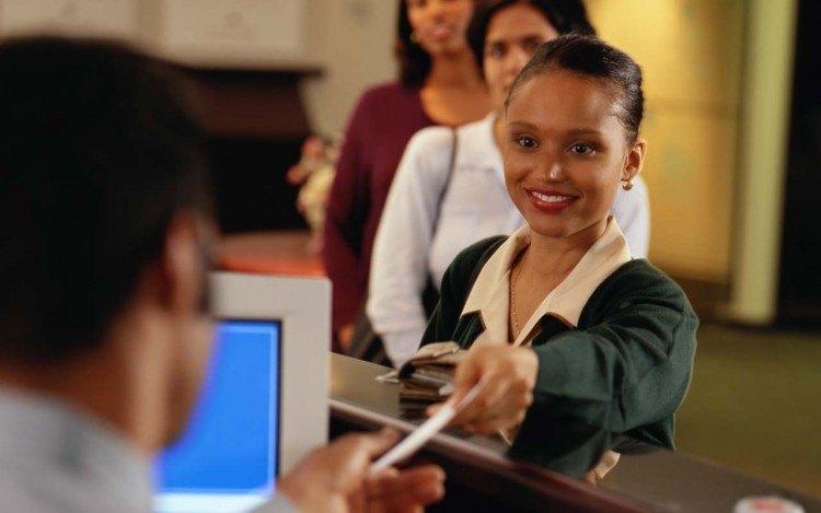 woman-at-bank